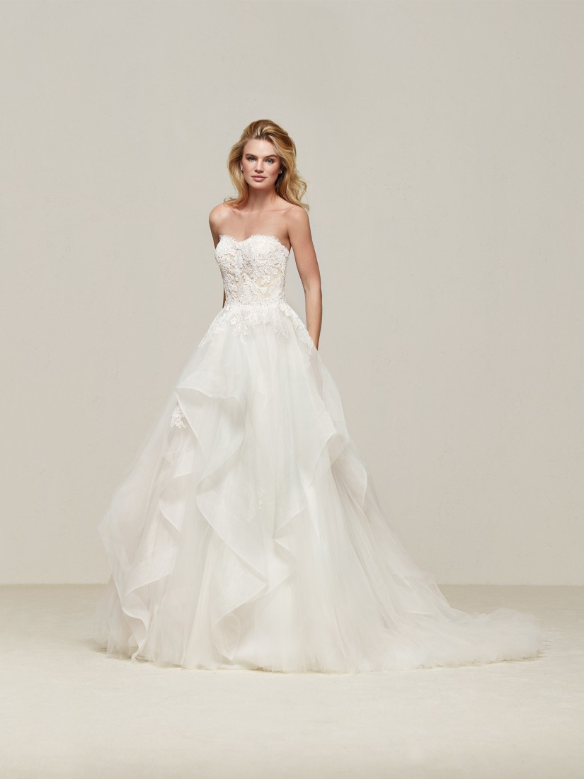 Pronovias_gonna a volant in tulle e corpetto a cuore con ricami e strass